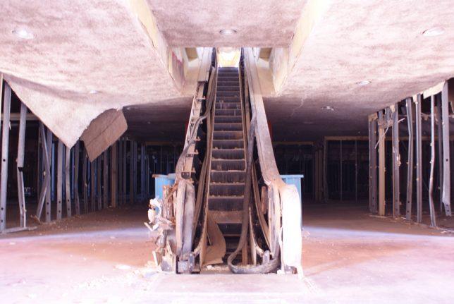 abandoned_escalator_9b