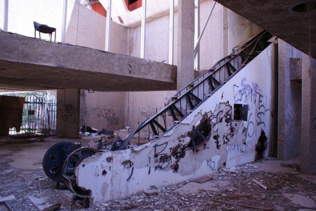 abandoned_escalator_9c