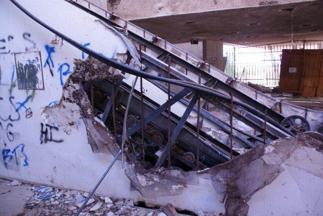 abandoned_escalator_9d