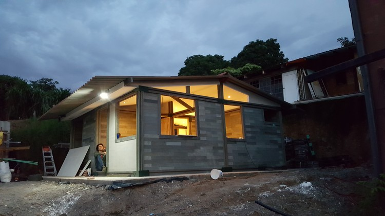 LEGO-Like Architecture: $5,000 Homes from Recycled Plastic Blocks ...