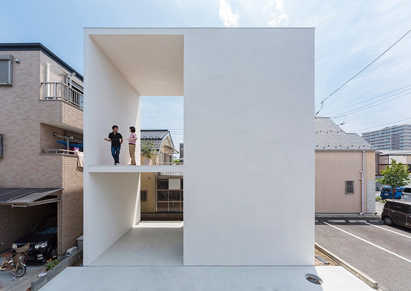Simply creative use of space 14 modern japanese house for Japanese minimalist small house design