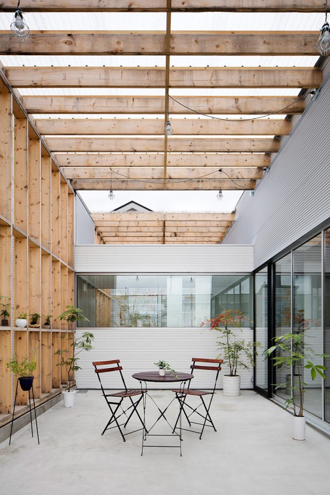 Instead Of Closing It Off As In Most Houses This Residence By Yoshiaki Yamashita Makes The Garage Transparent So Car Parked Inside Is A Major Focal