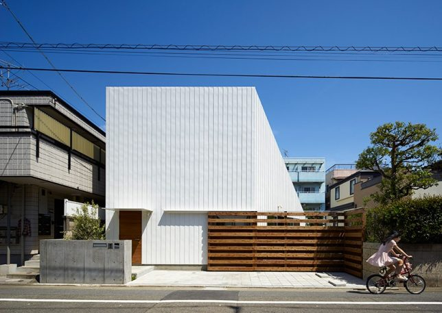Simply creative use of space 14 modern japanese house for Modern japanese house design by hiroshi nakamura
