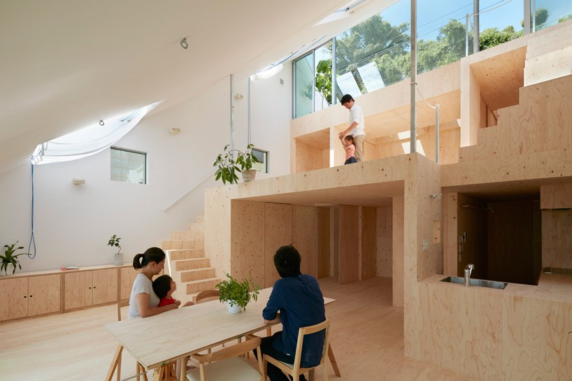 Simply creative use of space 14 modern japanese house for Modern house design on hillside
