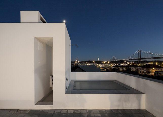 rooftop oasis bath 3