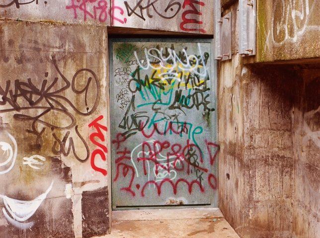 tag door