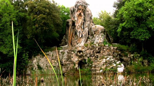 ancient-statues-appennine-colossus