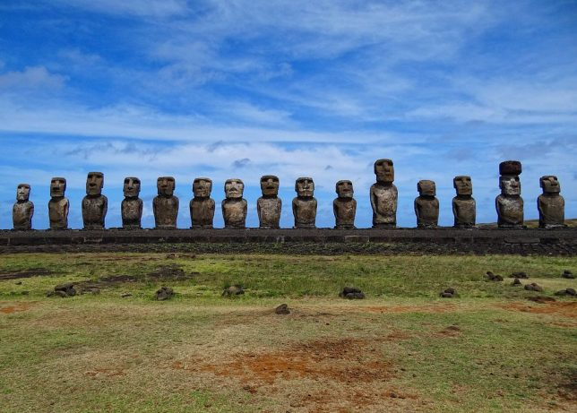 ancient-statues-easter-island-2