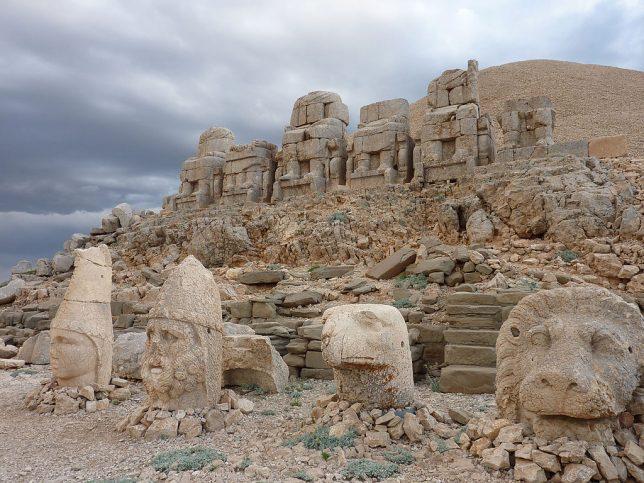 ancient-statues-mount-nemrut-1