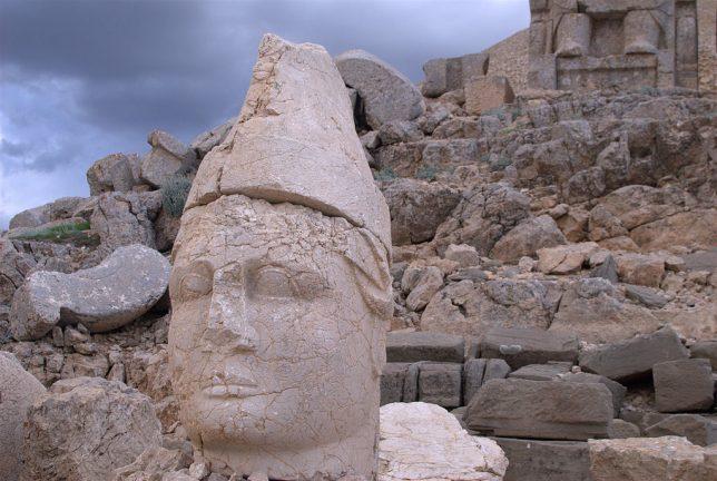 ancient-statues-mount-nemrut-2