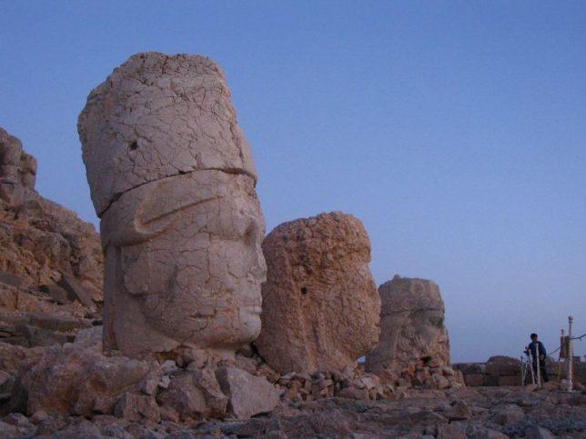 ancient-statues-mount-nemrut-3