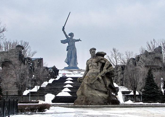 motherland calls statue 2