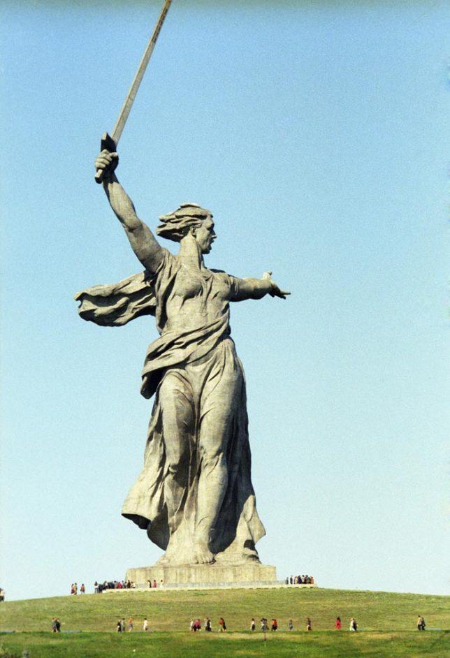 motherland calls statue 3