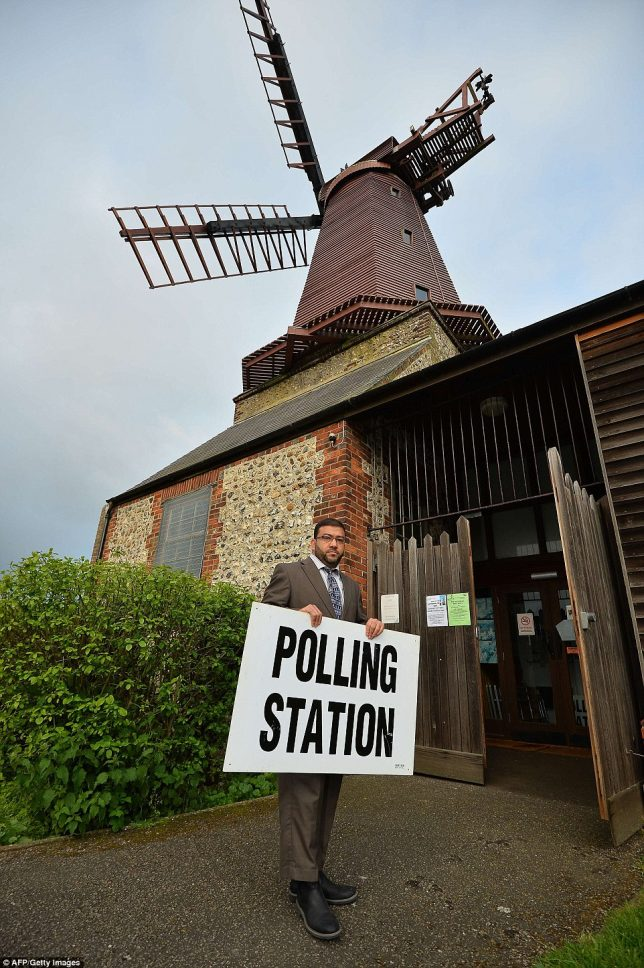 weird-polling-place-3a