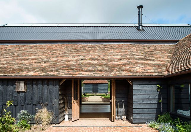architecture-intervention-party-barn-1