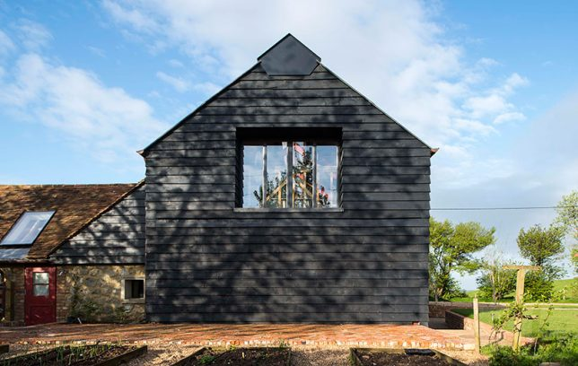 architecture-intervention-party-barn-4