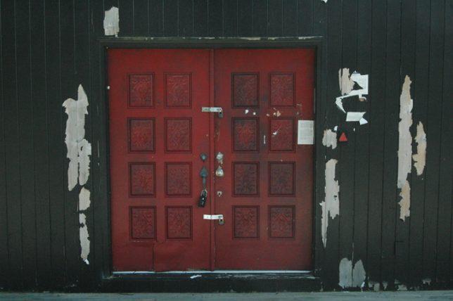 black-houses-abandoned-3
