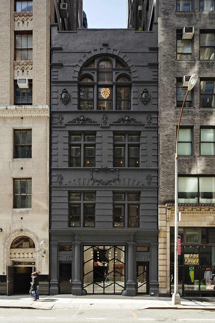 Paint it black 16 mysterious houses that have joined the for Buy an apartment in nyc