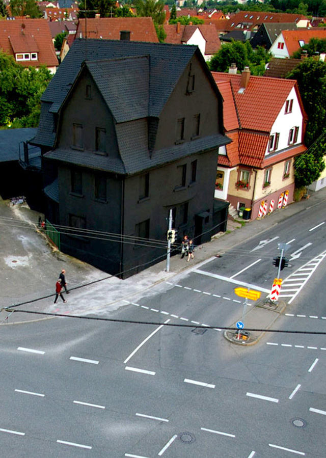 black-houses-schwarz-1