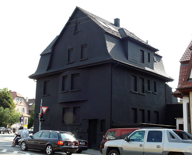 black-houses-schwarz-2
