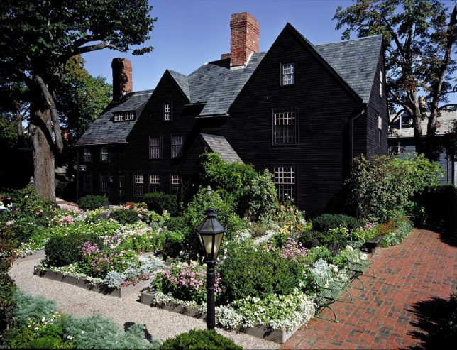black-houses-seven-gables-2