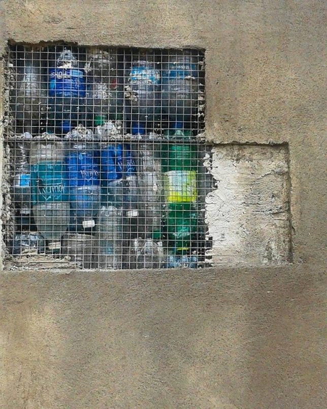 plastic-bottle-wall