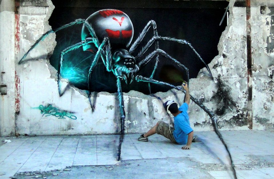 Attack of the giant spider watch this optical illusion for 3d street painting mural art