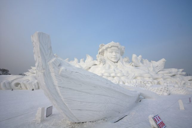 city-of-ice-largest-sculpture-2013-alcyone-ath-cx