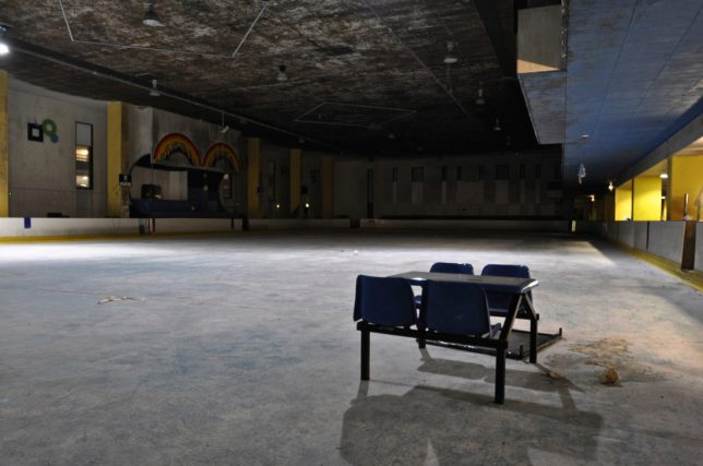 abandoned-ice-skating-2a