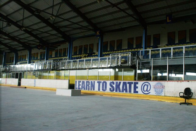 abandoned-ice-skating-8a