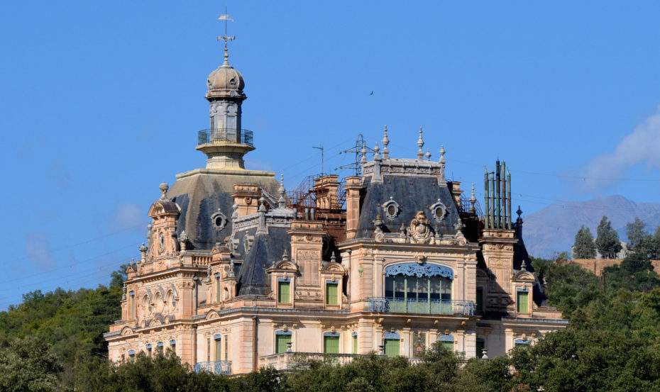 Turrets, Moats, Dungeons & All: 12 Real-Life Castles