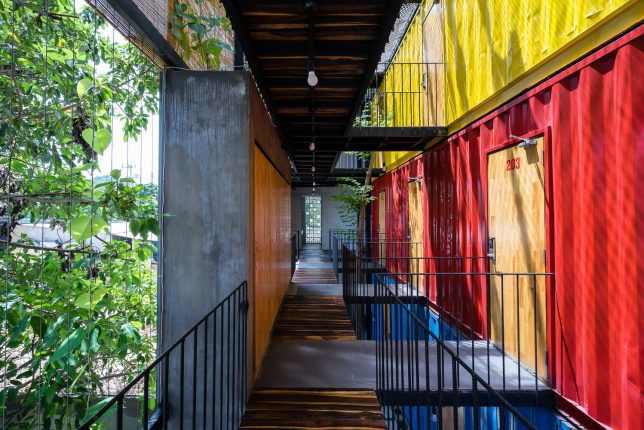 ccasa-shipping-container-hostel-11