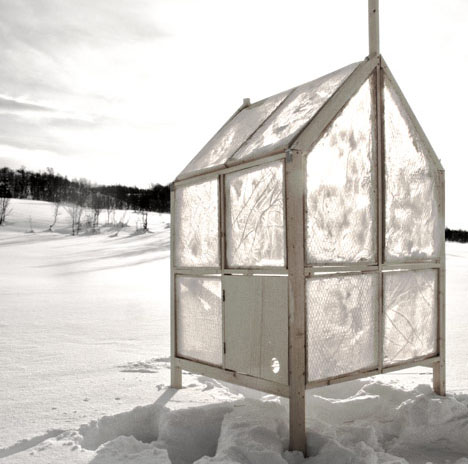 fishing-hut-ice-walls-1