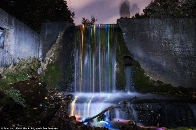 glow-in-the-dark-waterfalls-2