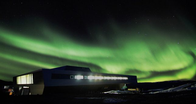 extreme-cold-architecture-shipping-container-research-station-3
