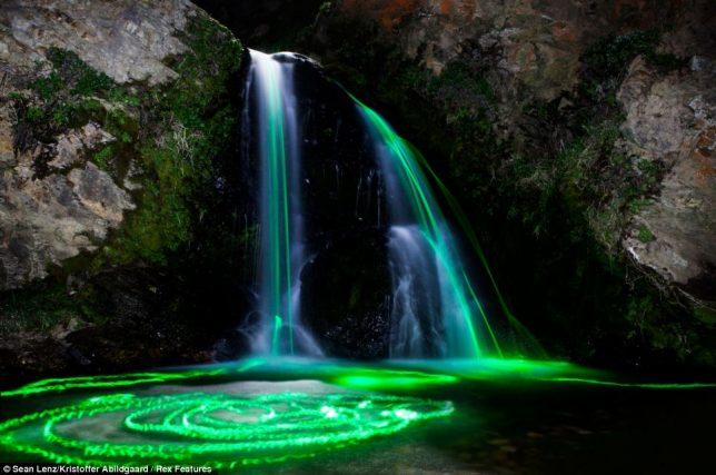 glow-in-the-dark-waterfalls-3