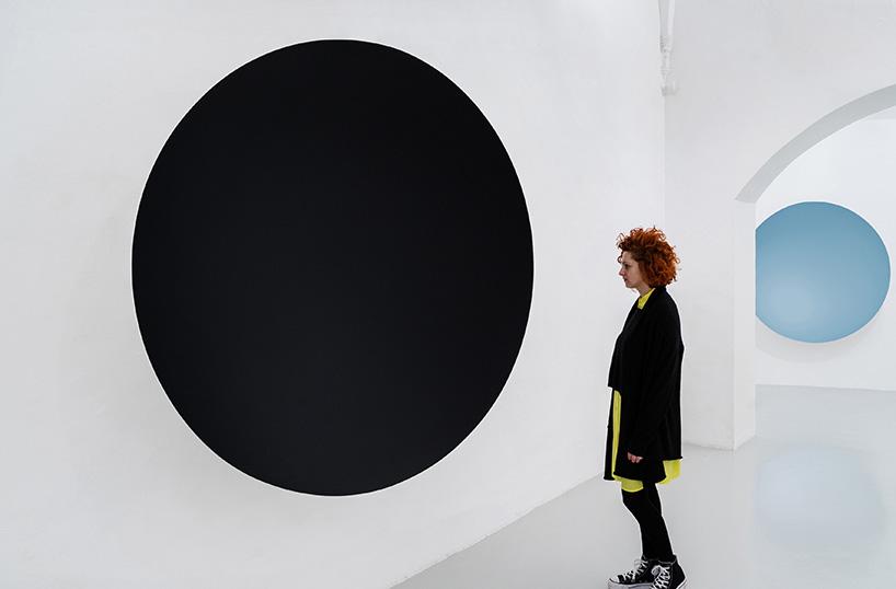black whirlpool