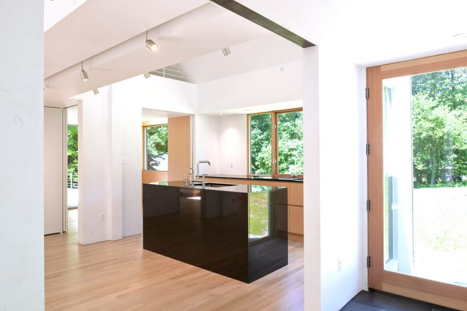 Maximum Discomfort: Furniture-Free House Takes Minimalism to Extremes