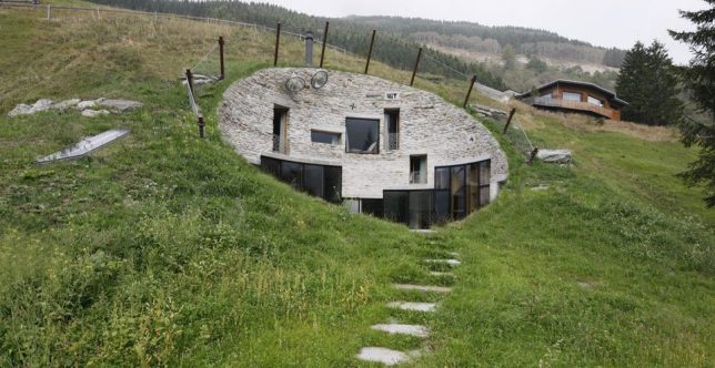 Sort of subterranean 15 partially underground modern home for Modern underground home designs