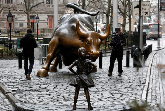 fearless womens day statue