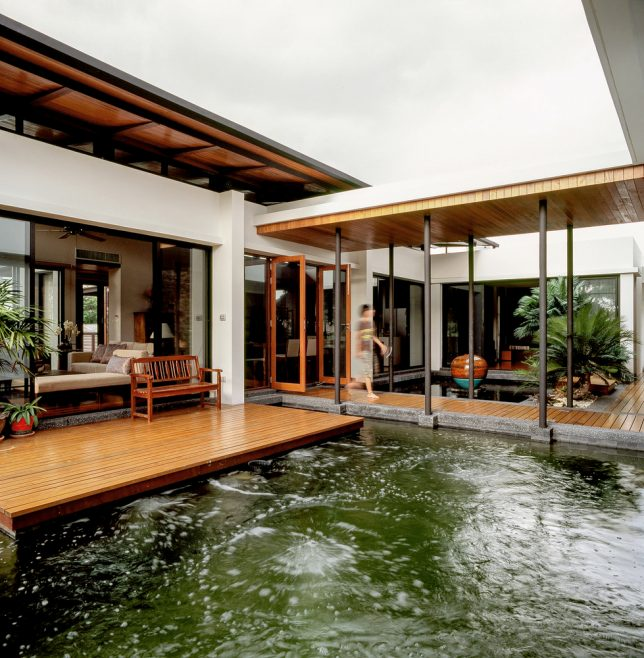 Green House : 17 Residential Designs Intertwined With