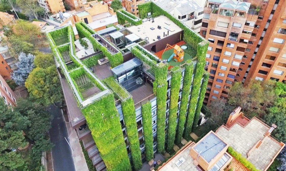Pillars Of Green 85 000 Plants On World S Largest Vertical Garden