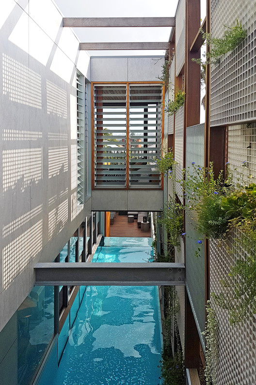 Modern Homes For Mermaids 12 Houses Built Around Swimming Pools