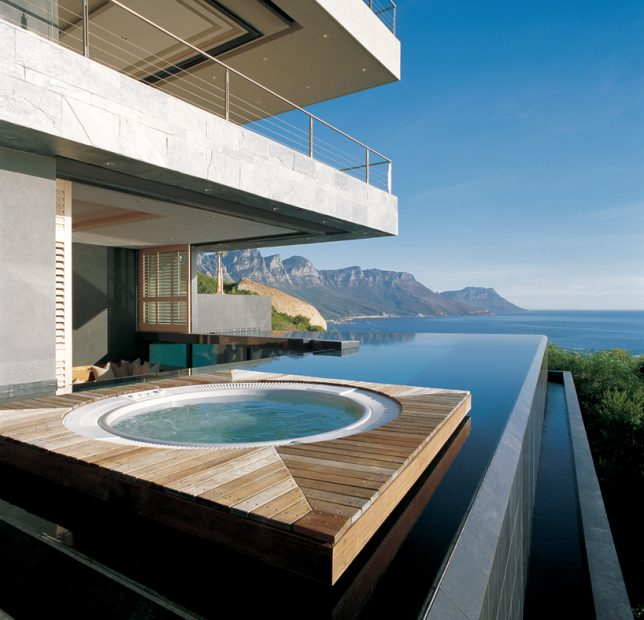 This Cape Town South Africa Home By Saota Features An Infinity Edge Pool That Not Only Continues Into The S Interior In Form Of A Reflecting
