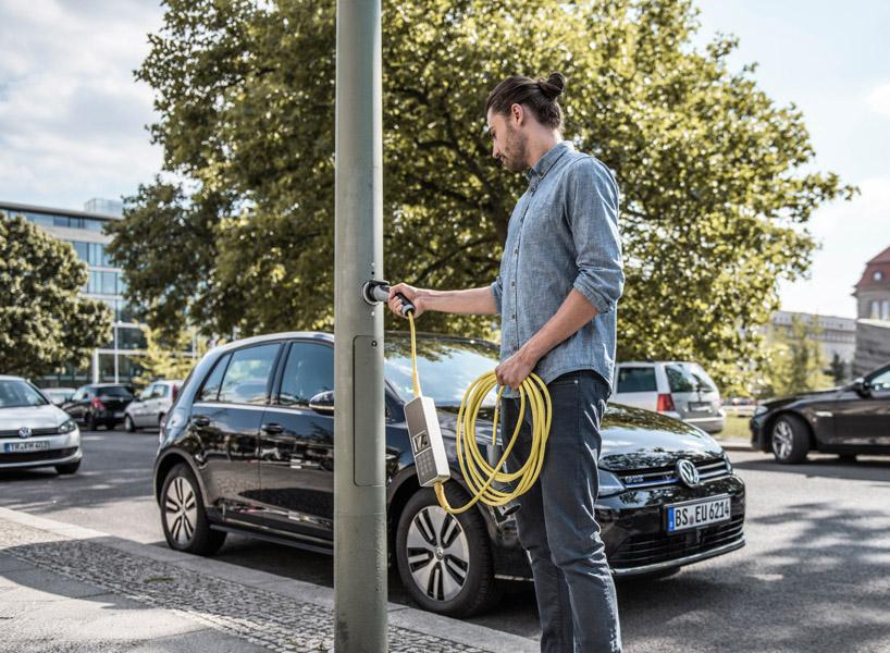 Electric Car Light Pole Street Parking