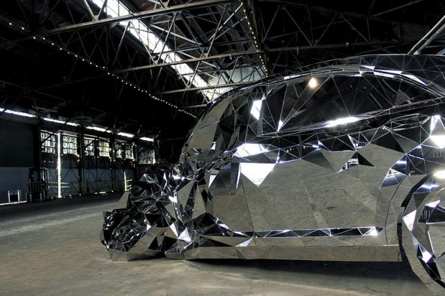 Wreck Replica Mercedes Benz S Made Of Faceted Mirrored - Artist builds a luxury car made from 12000 pieces of reflective steel
