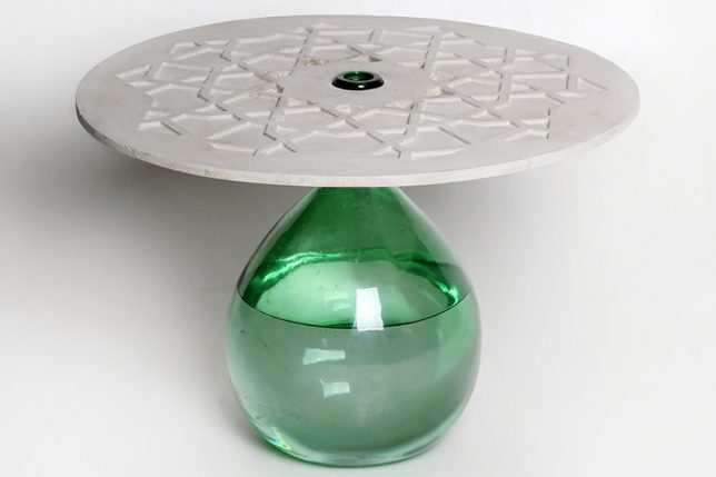 Good This Disc Shaped Tabletop, Just A Few Millimeters Thick, Balances On The  Neck Of A Water Filled Jug To ...