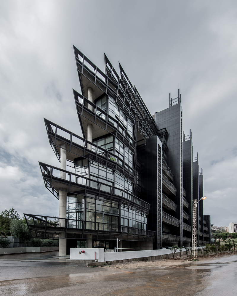 Imposing Architecture: Modern Loft Tower Looks Like A