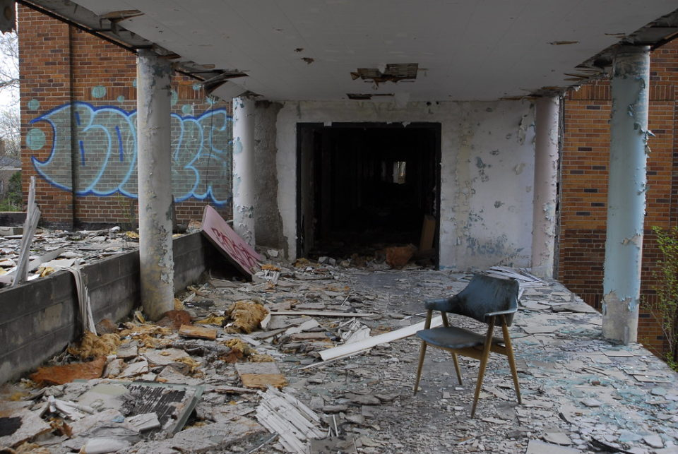 Tired & Retired: Detroit's Abandoned Arnold Home