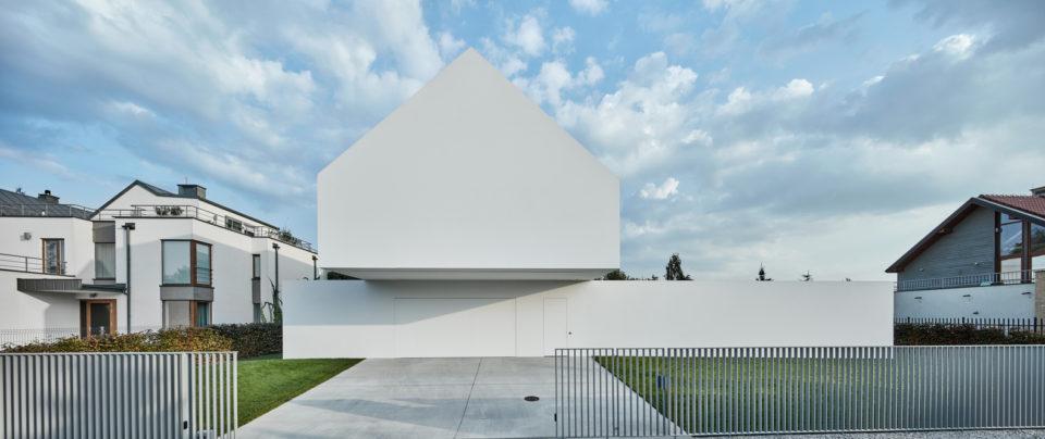 Transforming Quadrant House: Rotating Terrace Follows the Sun